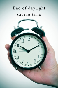 an alarm clock adjusting backward one hour and the text end of daylight saving time